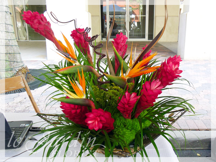 Tropical flower arrangements florist palm beach gardens for Antorchas jardin