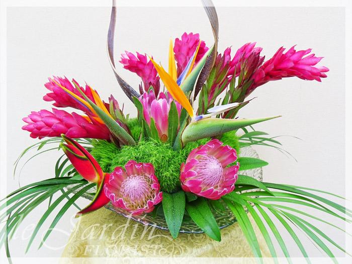 Kawaiian :: Tropical Flower Arrangement.